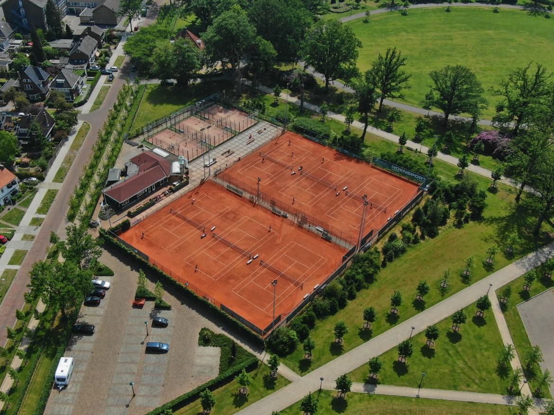 Tennisbaan02.jpg