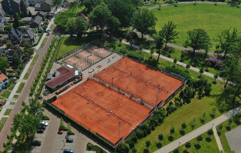 Tennisbaan02_edited.jpg